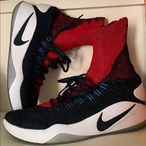 Nike Hyper Dunk Flyknit USA colorway